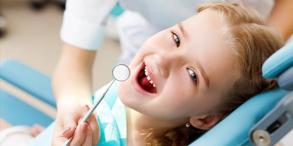 Покрытие зубов фторлаком: зачем и сколько стоит?